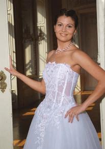 menyasszony pánt nélküli melltartóban, fehérnemű